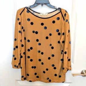 Tan boatneck top w/navy blue and black dots
